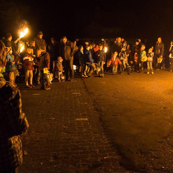 Osterfeuer bei der Mehrzweckhalle in Berghausen.